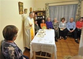 Photo:Fr. Paddy Gilligan saying Mass at home of John & Kathleen Langan