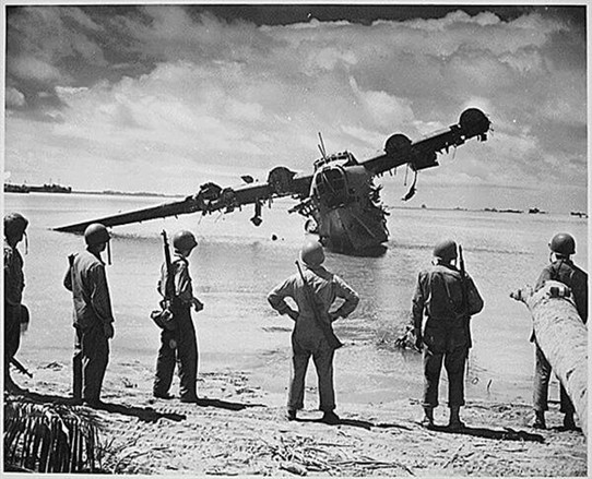 Photo:Japanese  Kawanishi H8K seaplane after crashing.  Kwajalein